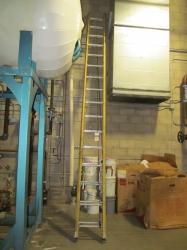 1 - Werner 30' Fiberglass Extension Ladder