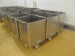 6 -    300 Liter Stainless Steel Tote