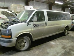 1 - GMC G3500 Savana Extended Van