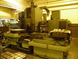 1 - Kearney & Trecker Twin Pallet CNC Horizontal Machining Center
