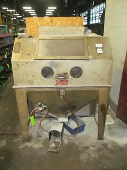 1 - Trinco Glove-in-cabinet pneumatic manual Abrasive Blast Machine