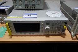 1 - Agilent ES4433B 250 Khz - 4.0 Ghz ESG-O Series Signal Generator