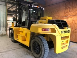 1 - Hyundai 160D-7E 35,000 Lbs Capacity Diesel Forklift Truck