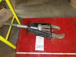 1 - Posi-Lock 213 Gear & Bearing Puller